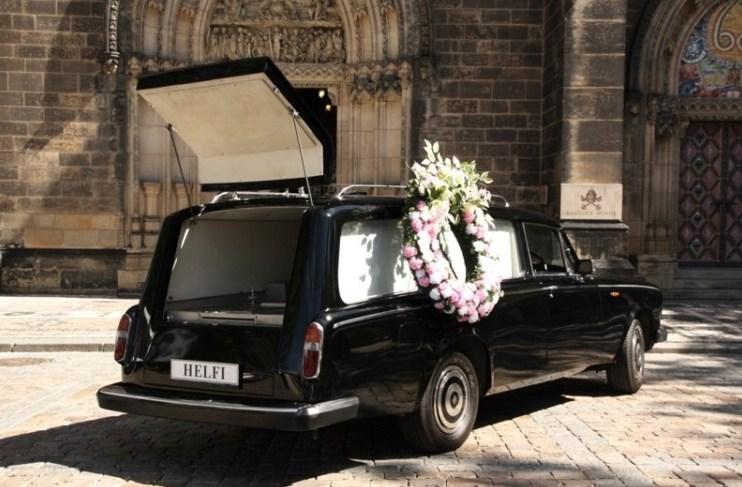 ... Pohřební vůz HELFI Praha ... e33439bba6