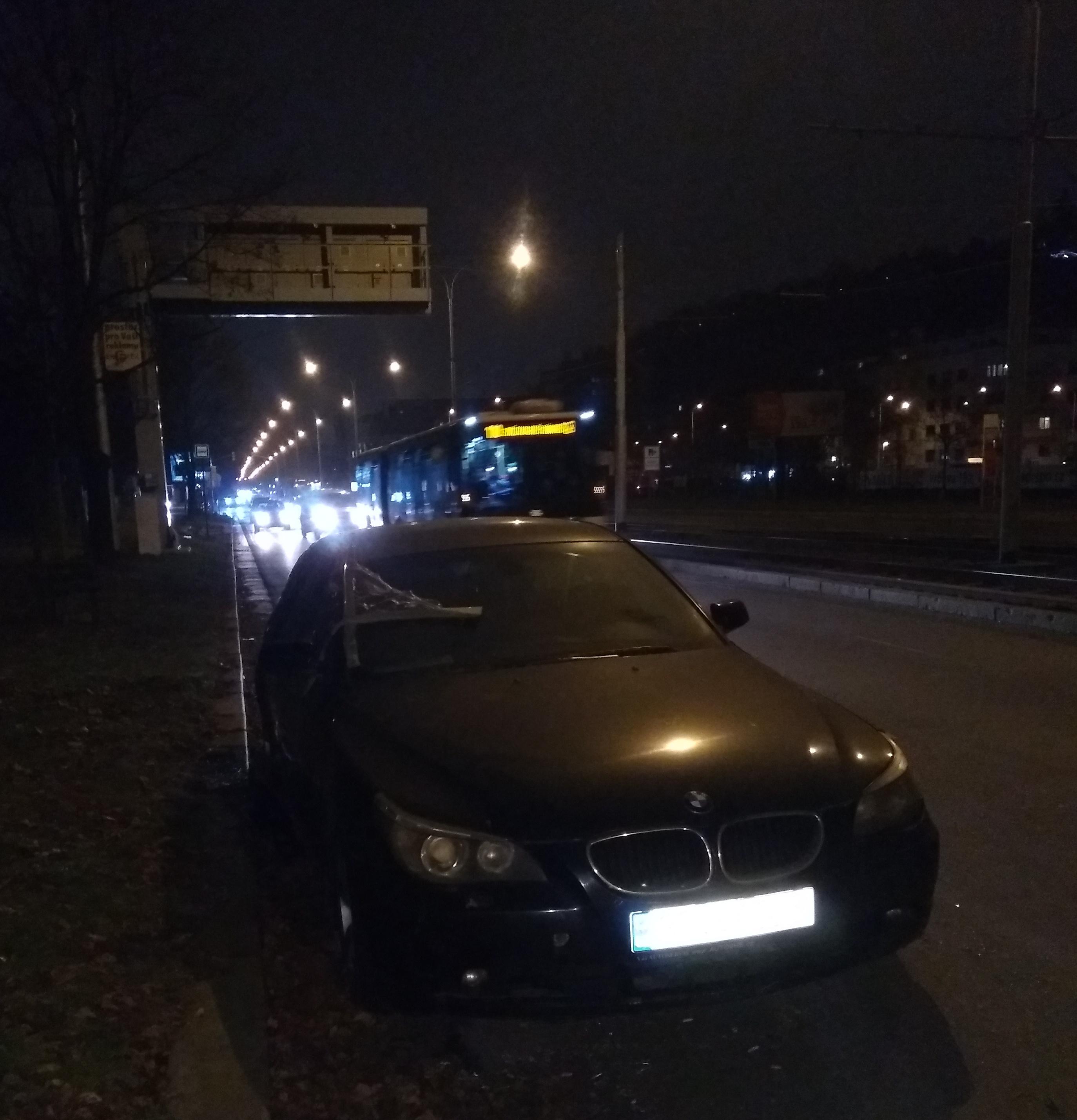 Černé BMW v Modřanské