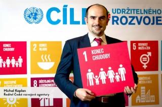 """""""Chudoba neznamená jen málo peněz, ale také nemoci, násilí a nedůstojné podmínky k životu. Lidstvo má poprvé v historii znalosti i prostředky, aby extrémní chudobu vymýtilo. Jsem hrdý, že k tomuto cíli přispívá i Česká rozvojová agentura."""""""