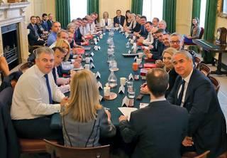 Měníme se v evropskou kolonii: Sen tvrdých brexitářů umírá