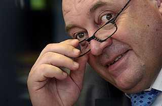 Zemanův favorit na ministra sedí ve firmě, která dluží státu na pojistném