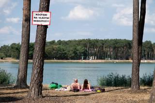 Policie obvinila rodiče chlapců utonulých v jezeře Lhota