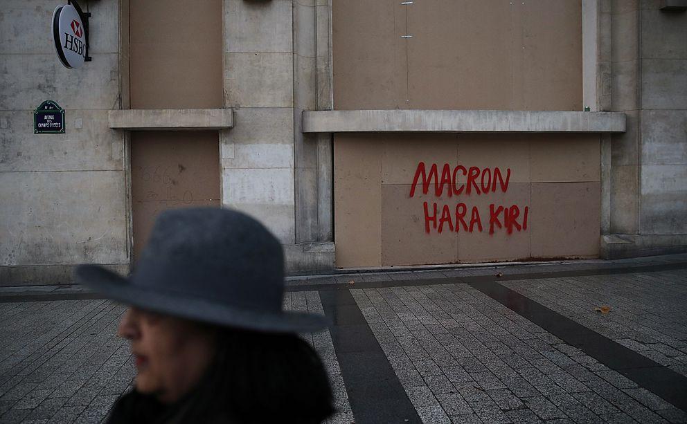 Macron oznámil další ústupky žlutým vestám. Zda to bude stačit, není jisté