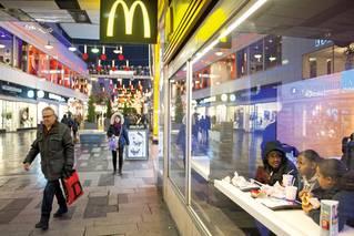 Popírání násilí ve švédských městech ničemu nepomůže