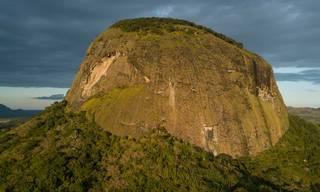 Vědci poprvé navštívili ztracený deštný prales v kráteru mosambické sopky