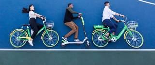 V Praze začínají jezdit elektrické koloběžky Lime, hit amerických měst