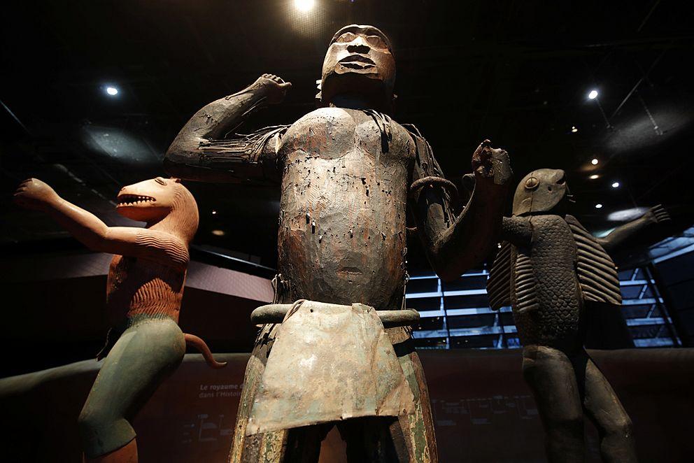 Vraťte ukradené umění do Afriky, vyzývá Macronova komise