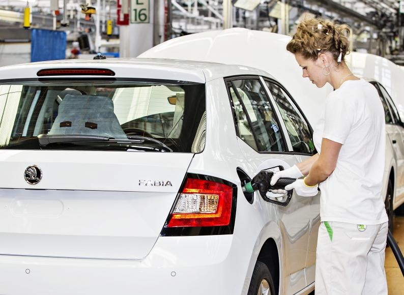 Zájem o nová auta v Česku předčil v únoru všechna očekávání ... e86f11e052